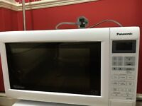 MINT CONDITION MICROWAVE. 20 -21 LITRES CAPACITY
