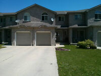 Clean, Bright 4 Bedroom Townhome in Owen Sound!!