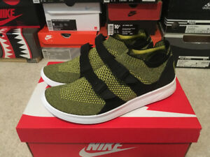 Nike Air Sock Racer Ultra Flyknit shoes in size 9 US