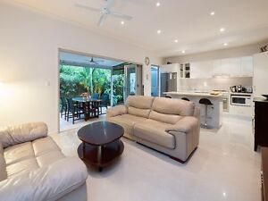 Modern Fully Furnished 3 Bedr 2.5 Bathr Townhouse St Lucia Brisbane South West Preview
