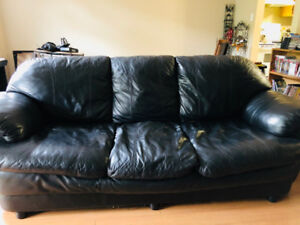Comfy Black leather Couch $200 OBO no delivery