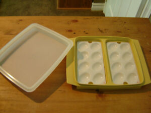 TUPPERWARE DEVILLED EGG CONTAINER