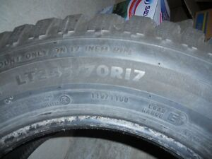 pneu LT 17 pouce  245/70/r17 radial Saint-Hyacinthe Québec image 3