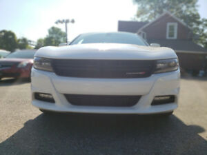 2017 Dodge Charger SXT Sedan. AWD. HEATED SEATS. BLUETOOTH