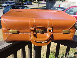 VINTAGE VICTOR LUGGAGE FOR T. EATON CO LEATHER SUITCASE London Ontario image 1
