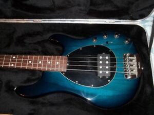 Ernie Ball Music Man Sterling 4 H Pacific Blue Burst 2005, Rosew