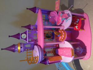 Giant Disney Ultimate Princess Castle - Good condition