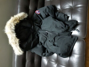 Authentic Black Canada Goose Chateau Parka