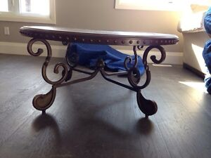 Coffee Table - BRAND NEW. Large circle table London Ontario image 3