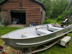 Nice 14' fishing boat with Evinrude 15hp and ezloader trailer