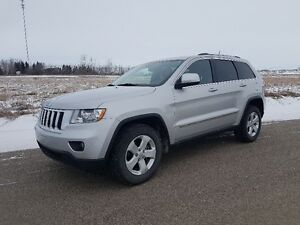 2012 Jeep Grand Cherokee Laredo X - Leather and Sunroof
