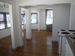 Sunny  1 bdrm, $825 heat & hydro included - June 1st