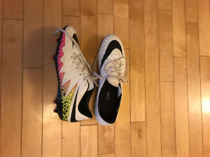 Nike Soccer cleats - barely worn ladies size 10