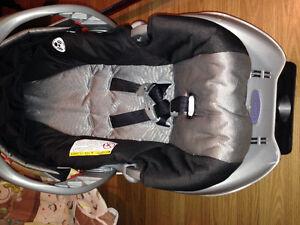 Siège auto bébé graco avec base