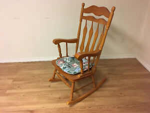 Excellent condition solid wood Rocking chair Prince George British Columbia image 1