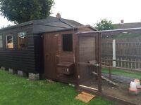 Chicken coop hen house and run