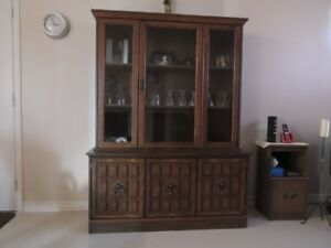 buffetset and computer desk and chair