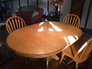 Solid oak table with 3 chairs for sale - table de chêne massif