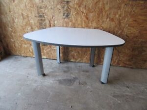 Good Quality desk,: Made by Knoll office furniture