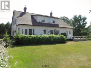 Great location for hobby farm or  B & B, 6 bedrooms, 3800 Sq ft