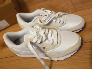 Reebok Classic Womens White/Cream Shoes Sz 6.5 New in Box