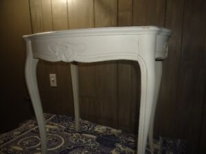 #41Tall  Oval  Solid Wood Parlour Table White