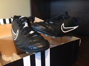 Boy's Nike Soccer Cleats - Size 4