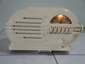 NEW PRICE! Art Deco Belmont 'Streamliner' radio