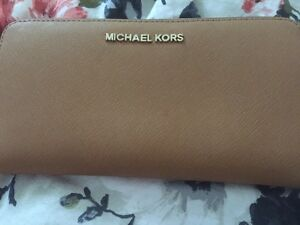 Michael Kors wallet (used) great condition