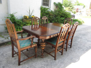Attractive Antique (c1935) Table, Leaves & 6 Chairs