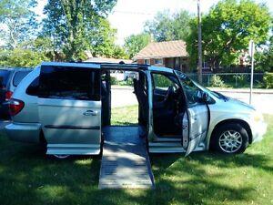Wheelchair Van - 2003 Dodge Caravan Braun Entervan Lowered Floor