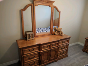 Oak bedroom set!