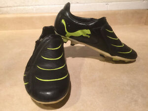 Kids Puma Outdoor Soccer Cleats Size 7 London Ontario image 8