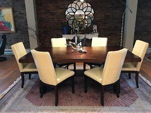 Table de salle à manger et chaises