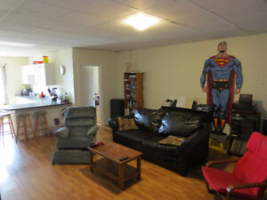 AVAIL SEPT 1 - 3 BEDROOM ON QUINPOOL