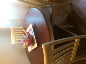 Dinning room table and chairs with middle leaf