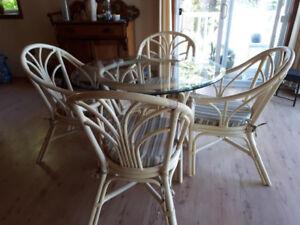 Table 4 chaises en bambou solide