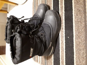 Youth size 8 winter boots