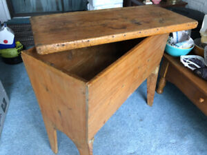 Primitive Antique Farm House Pine Dough Box with Lid