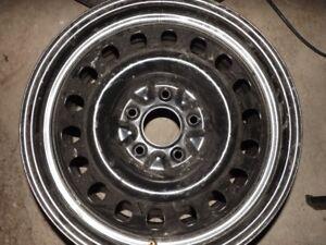 roue d'aciers 18 pouces 6x127 dodge elle est neuve