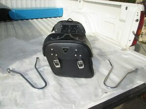 01> Triumph Bonneville Saddle Bag Kit