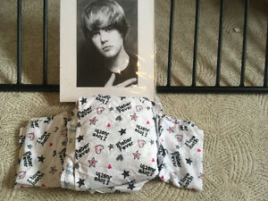 Double sheet set with 2 pillow cases like new and Justin Bieber