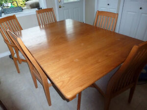Dining room table and chairs in Salmon Arm