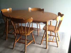 Roxton Table/leaf and 4 chairs