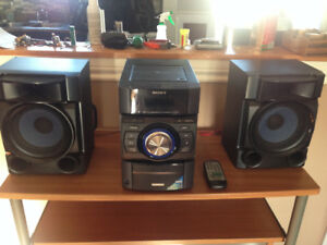 Stereo  In Like New Condition