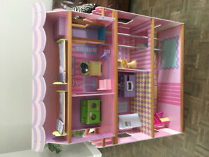 Maison de poupées à vendre / Doll house for sale