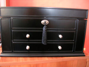 Jewellery Chest. Large mocha/ebony, Lockable, lots of room