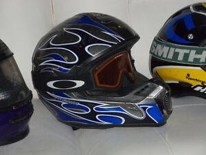 Plusieurs Casques moto neige VTT