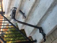 """Support pour 3 vélos (Curt) avec cadenas et attache-remorque 2""""."""