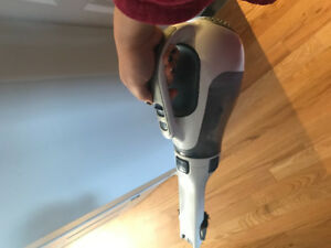 Black and Decker 15,6v cordless dust buster